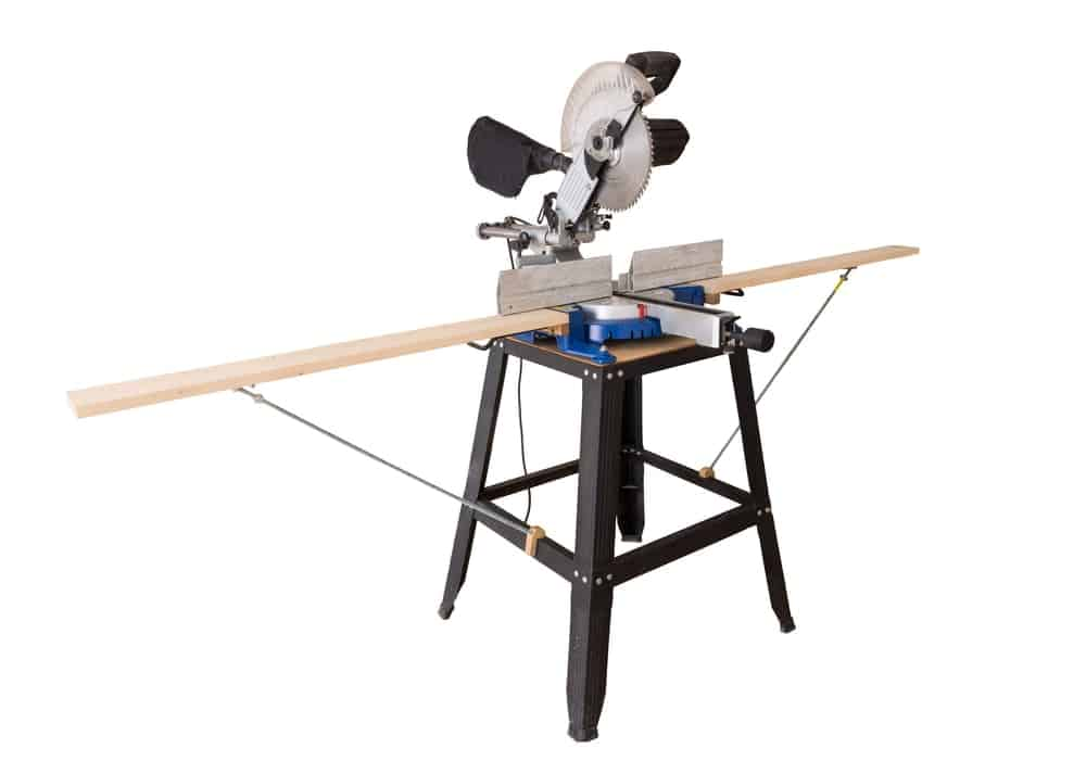 A photo of a cutting table saw woodcutting machine that is special for cutting long plies of wood.