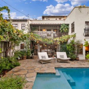 Here's another look at the backyard of the house, featuring lots of green plants, a swimming pool and a set of sitting lounges. Images courtesy of Toptenrealestatedeals.com.