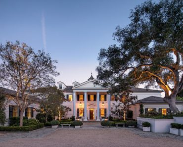 Rob Lowe's spectacular mansion (front of house view)
