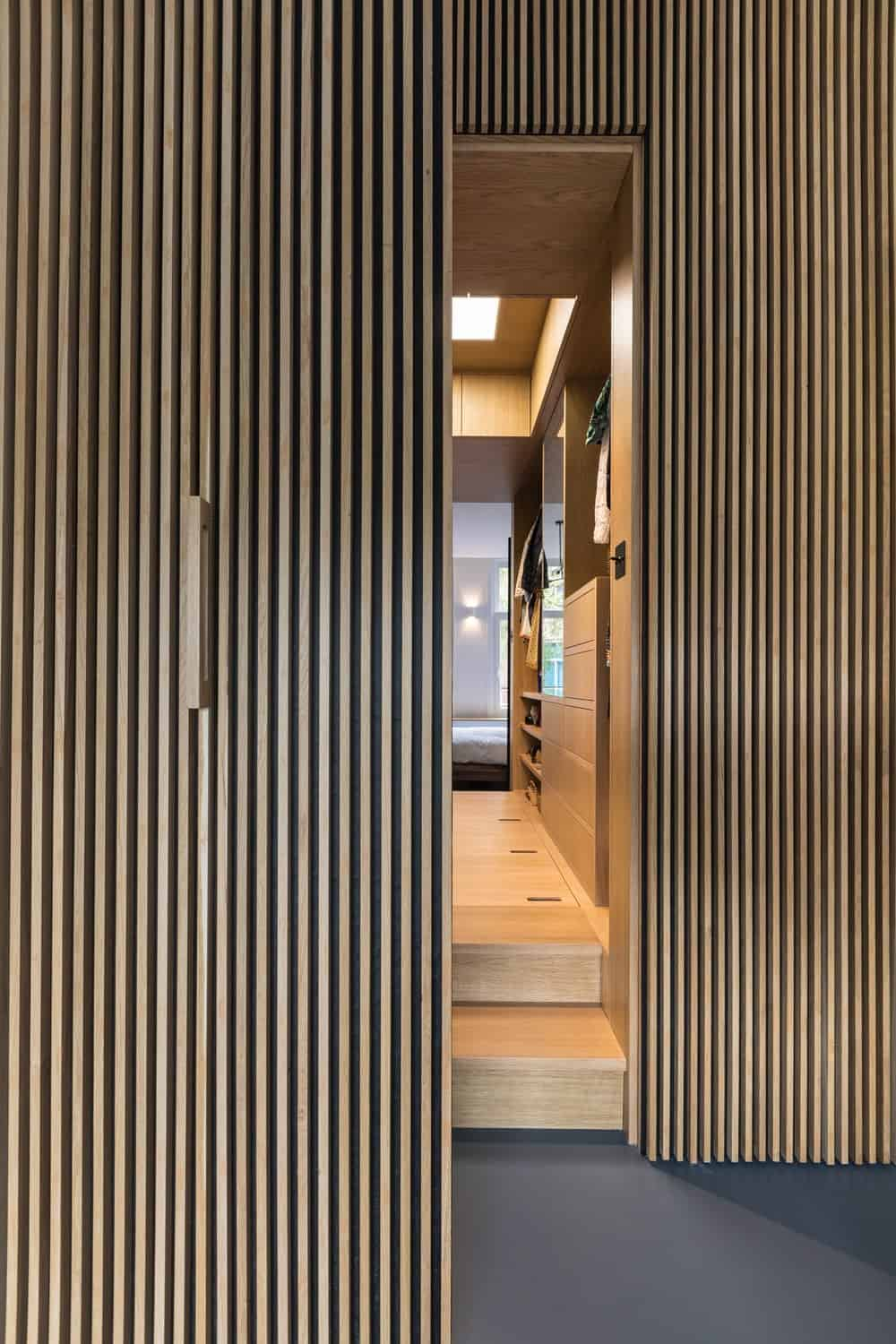 Walk-in closet in the Frans Halsstraat designed by Cantero Architecture.