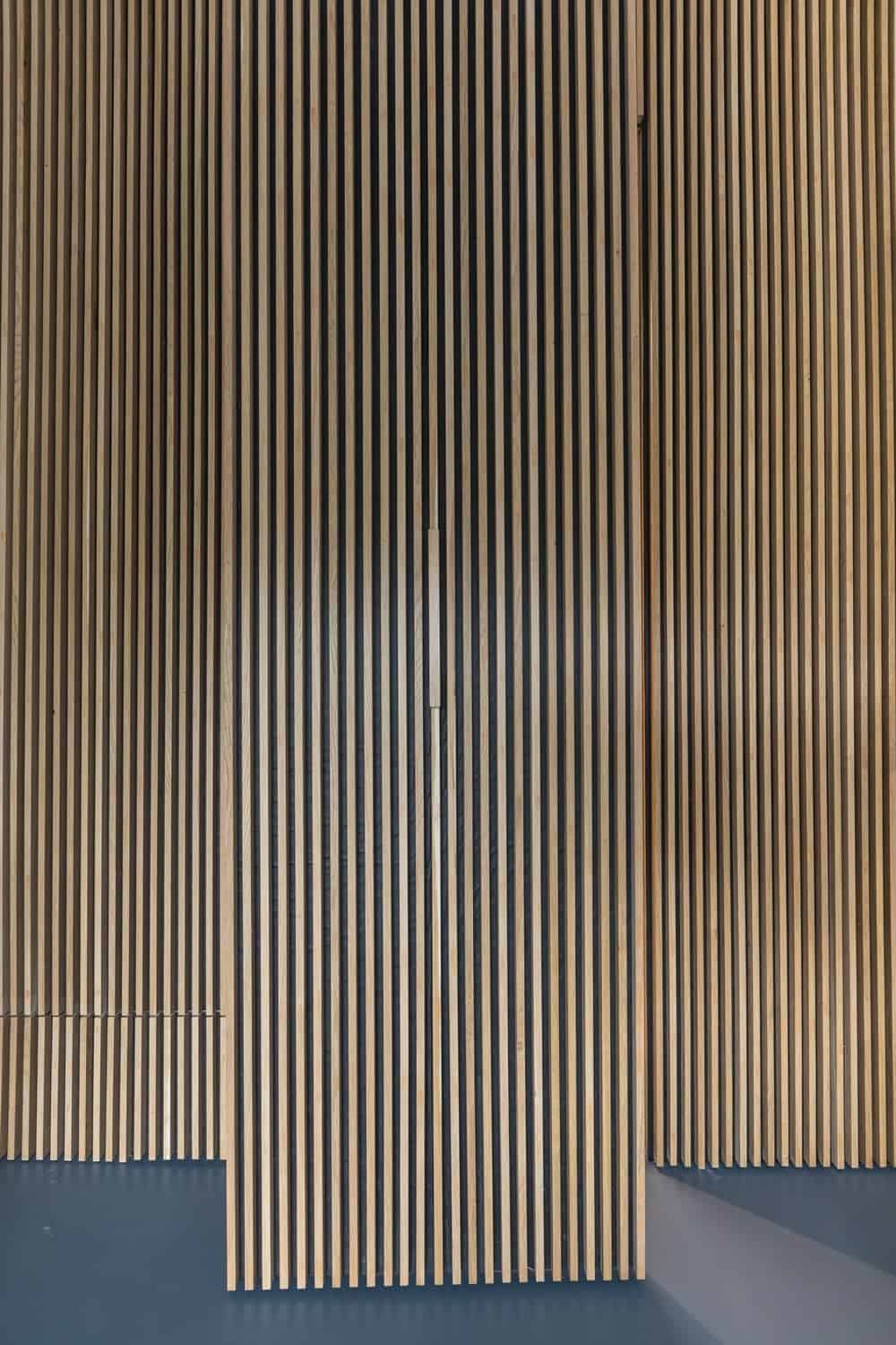 Wood-slat door in the Frans Halsstraat designed by Cantero Architecture.