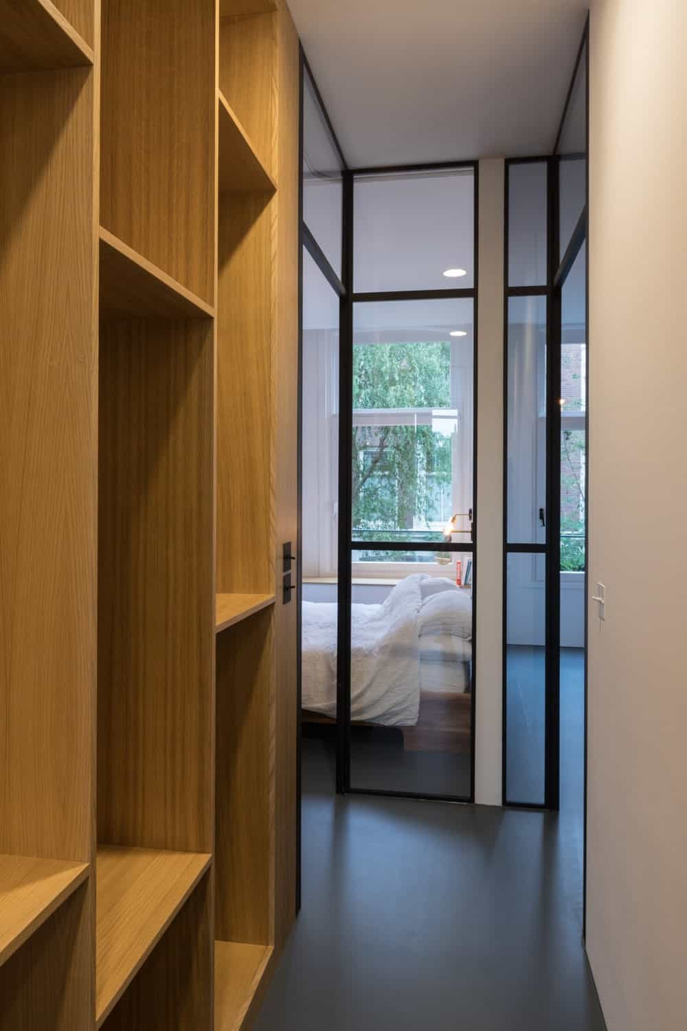 Wooden shelvings inside the primary bedroom in the Frans Halsstraat designed by Cantero Architecture.