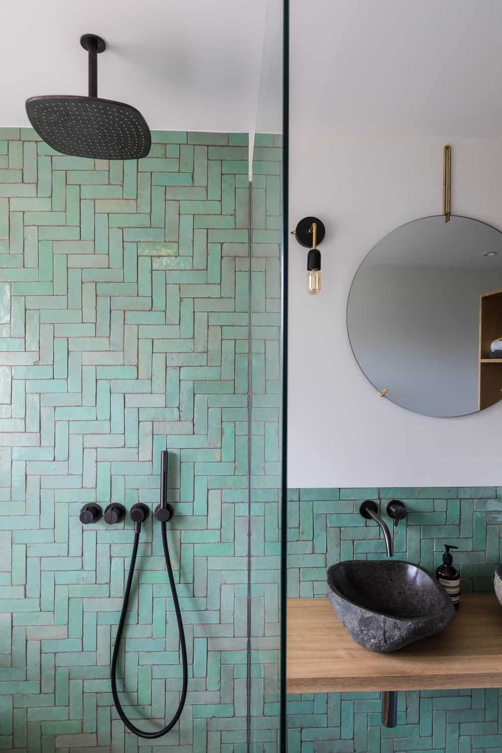Shower area in the Frans Halsstraat designed by Cantero Architecture.
