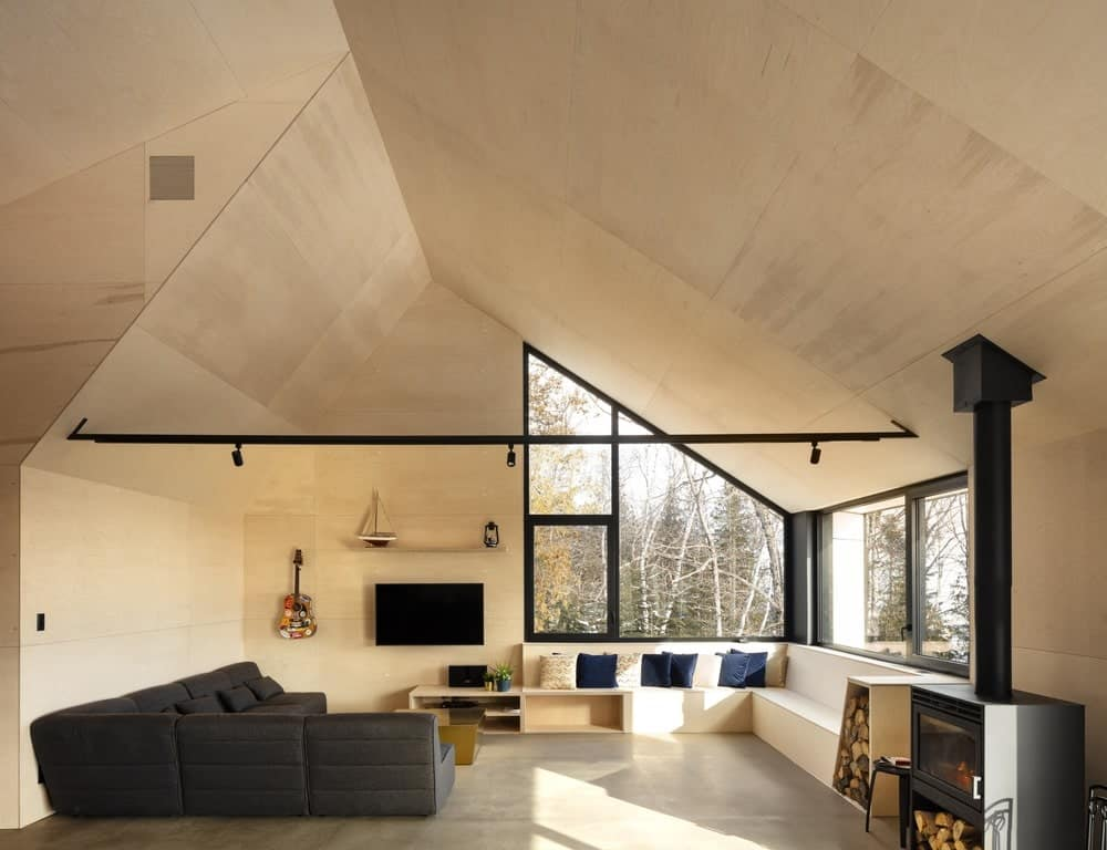 Living room in the Cabin A designed by Bourgeois / Lechasseur architects.