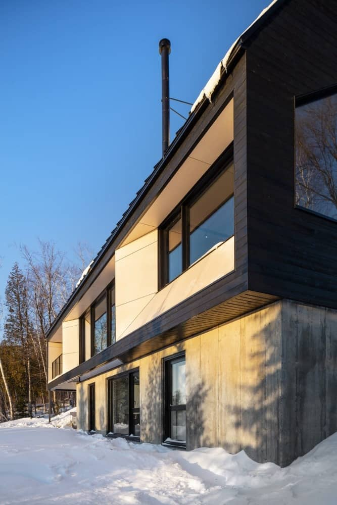House side exterior of the Cabin A designed by Bourgeois / Lechasseur architects.
