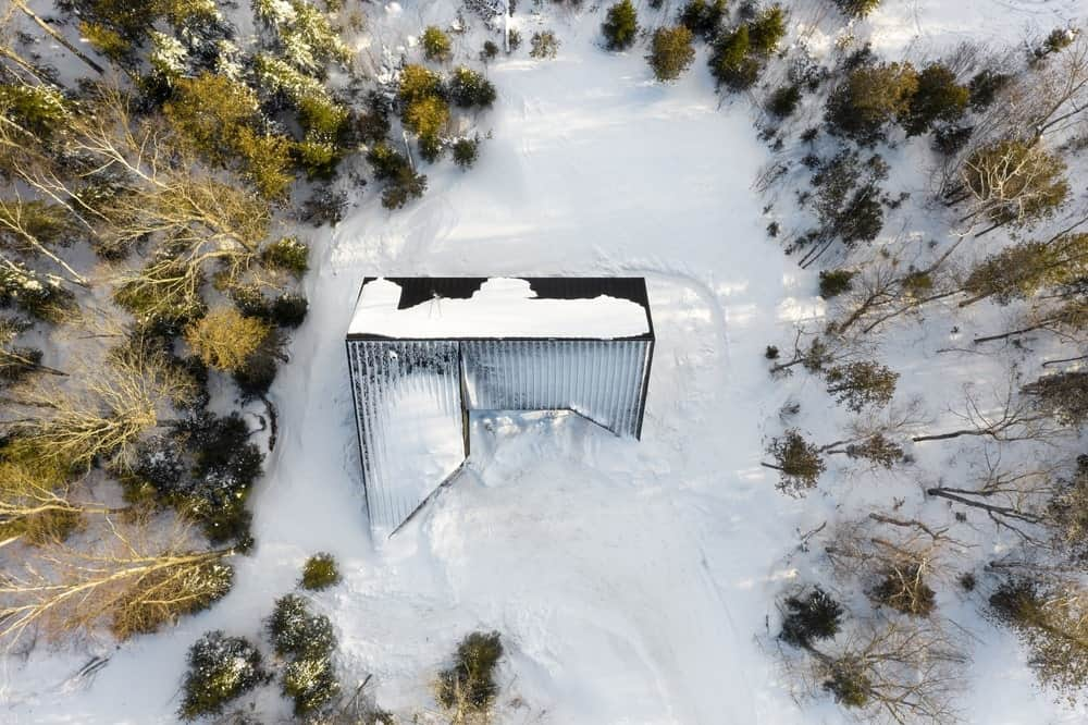 Bird's-eye view of the Cabin A designed by Bourgeois / Lechasseur architects.