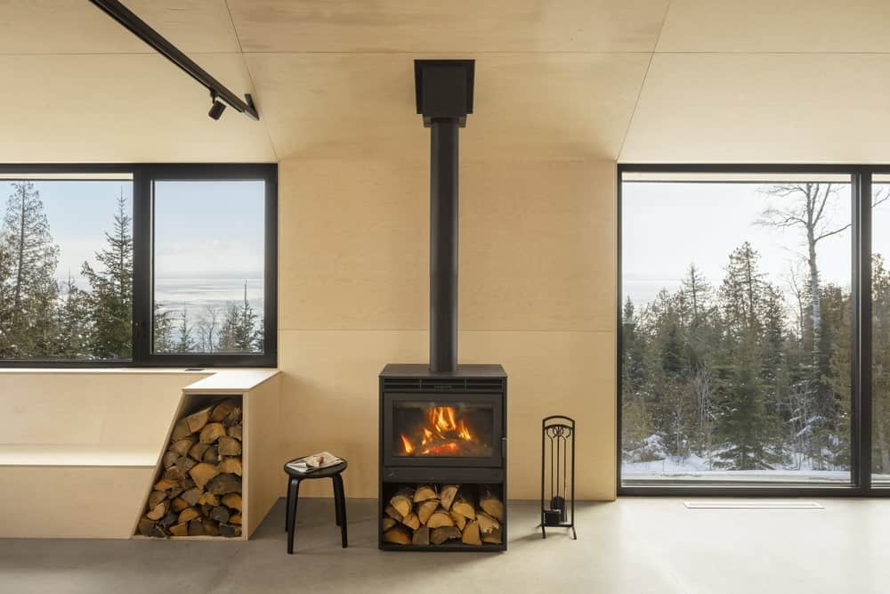 Fireplace in the Cabin A designed by Bourgeois / Lechasseur architects.