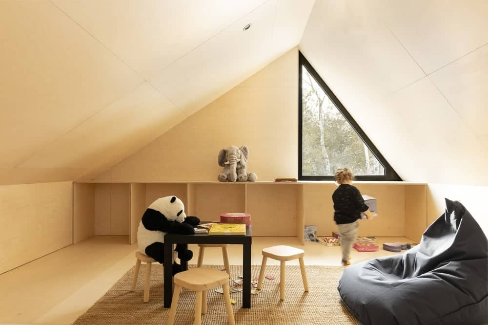 Kids playing room in the Cabin A designed by Bourgeois / Lechasseur architects.