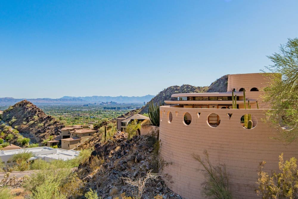 This view boasts the beautiful surroundings around the stunning and very attractive house. Images courtesy of Toptenrealestatedeals.com.