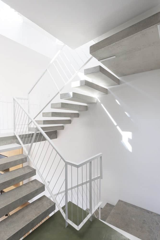 Concrete staircase in the Hidden Cross Residence designed by Ntovros Vasileios Architects.
