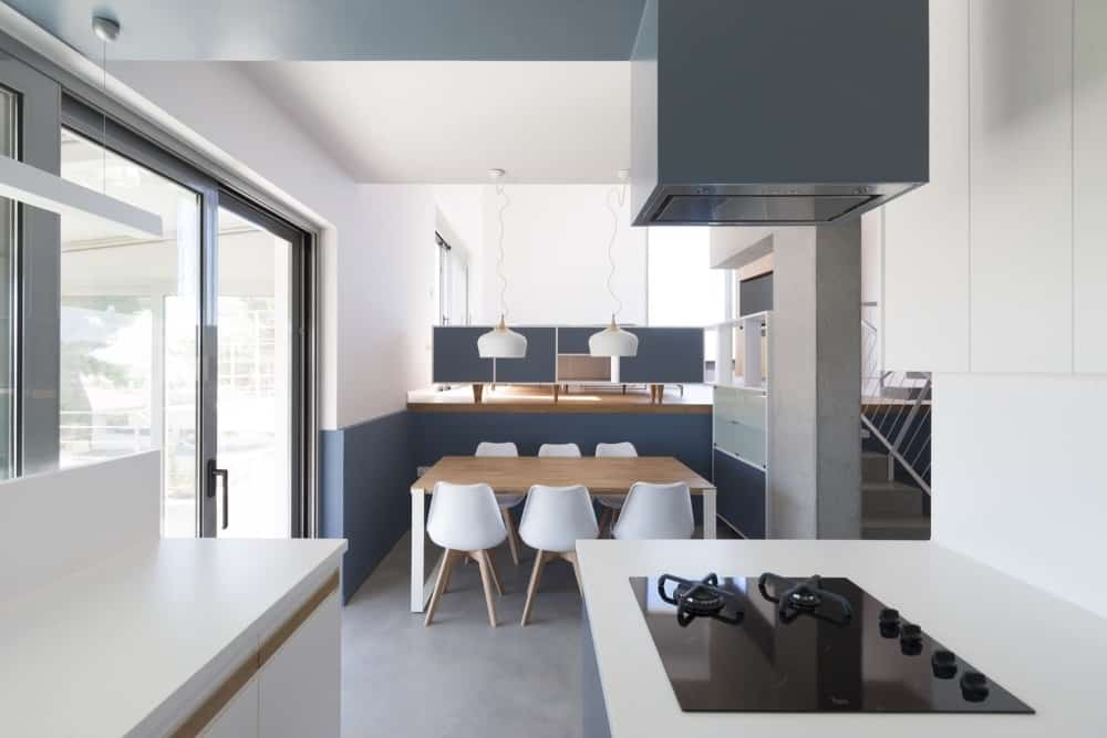 Eat-in Kitchen in the Hidden Cross Residence designed by Ntovros Vasileios Architects.