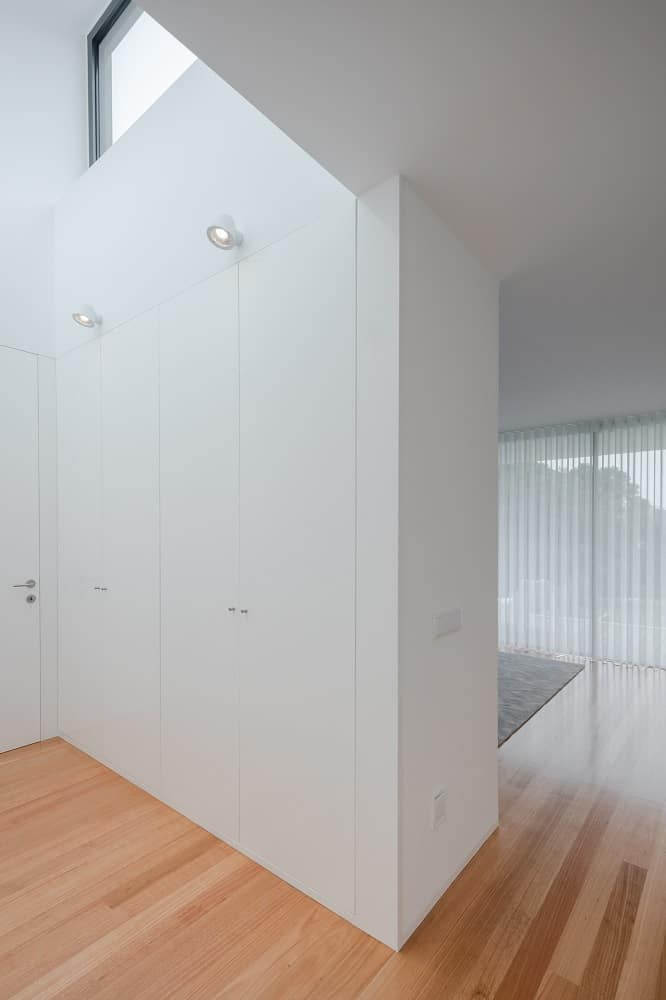 Walk-in closet in the House BL designed by Hugo Monte.