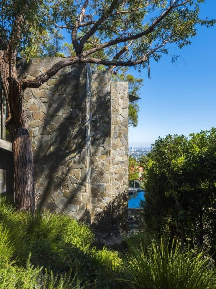A side view of the house, boasting its magnificent architectural and landscaping design. Images courtesy of Toptenrealestatedeals.com.