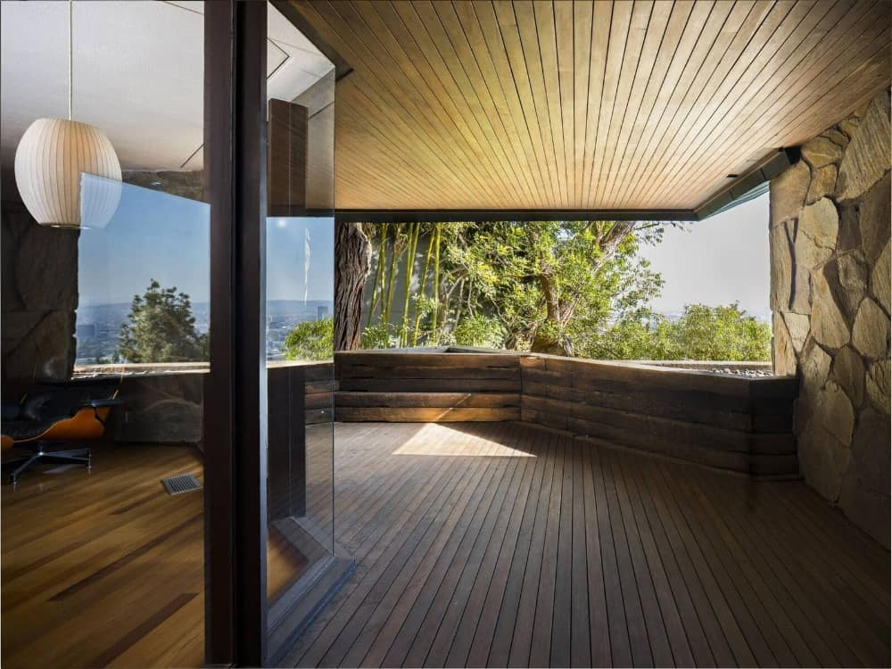 This view of the house features the gorgeous surroundings that can be viewed from the interior. The house also features hardwood flooring. Images courtesy of Toptenrealestatedeals.com.