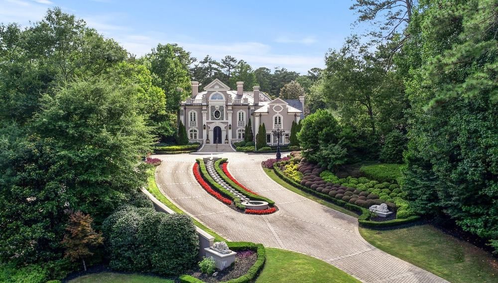 An aerial view of the home's courtyard boasting the beautiful garden and a gorgeous walkway leading straight to the home's main entry. Images courtesy of Toptenrealestatedeals.com.