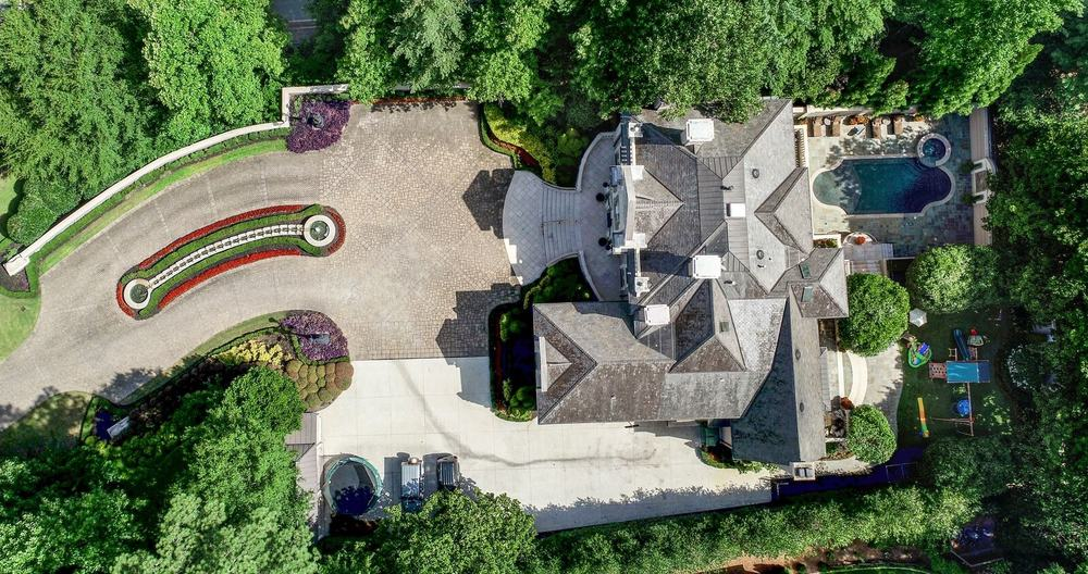 An aerial view of the property showcasing the magnificent house with its exciting outdoor amenities as well as the home's beautiful landscaping design. Images courtesy of Toptenrealestatedeals.com.
