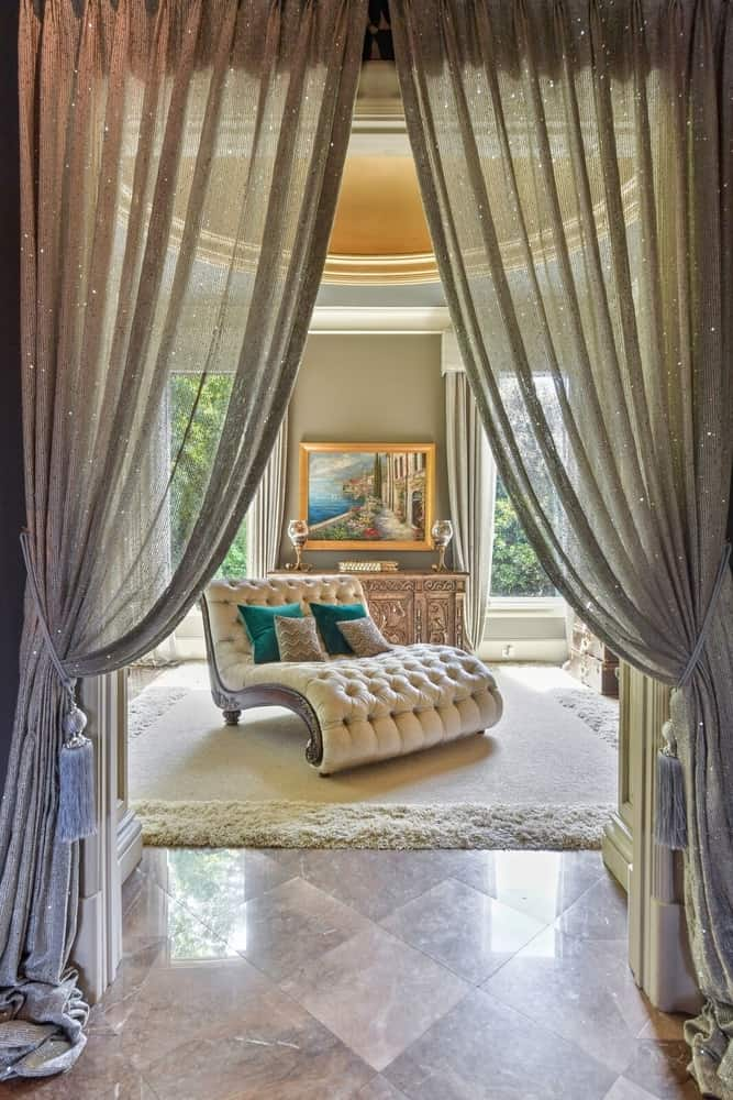 This room boasts a classy large sitting chair in the middle, set under the home's gorgeous ceiling. Images courtesy of Toptenrealestatedeals.com.