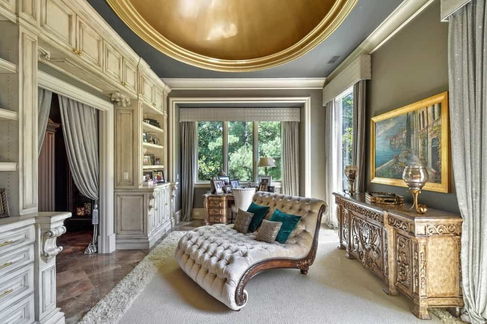 Here's the look of the inside of the room, showcasing the beautiful pieces of furniture, along with the sitting chair on top of the large area rug. Images courtesy of Toptenrealestatedeals.com.