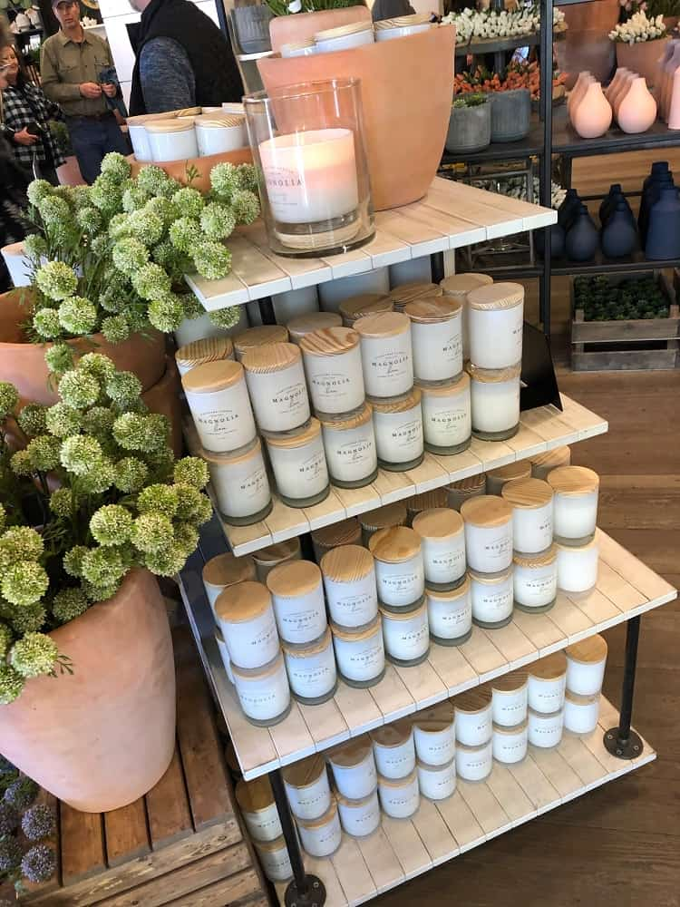 Various home decors on display along with candles for your home.