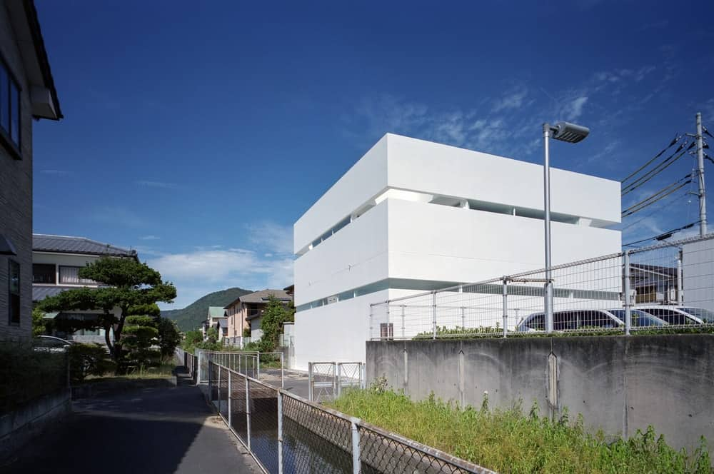 Side exterior of the House in Takamatsu designed by Fujiwaramuro Architects.
