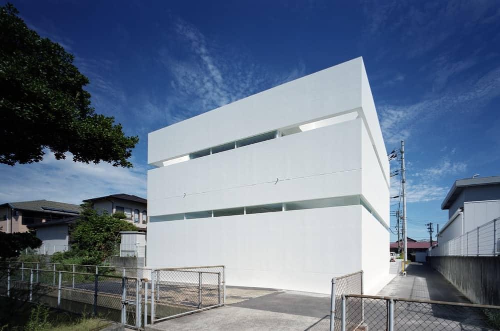 Back exterior of the House in Takamatsu designed by Fujiwaramuro Architects.