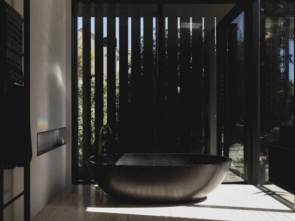 Bathtub in the Herne Bay Hideaway designed by Lloyd Hartley Architects.