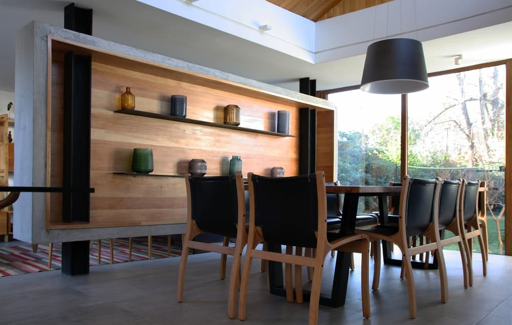 Dining room in the Golfo de Darien House designed by Cristobal Vial Arquitectos.