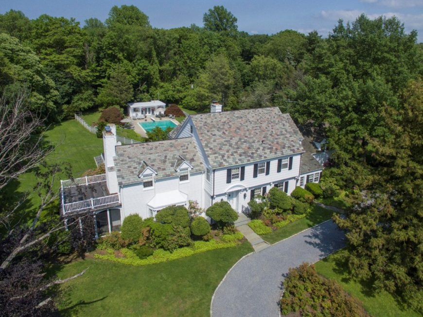 Aerial view of the house showcasing its gorgeous architectural design and the lush landscape surrounding it. Images courtesy of Toptenrealestatedeals.com.