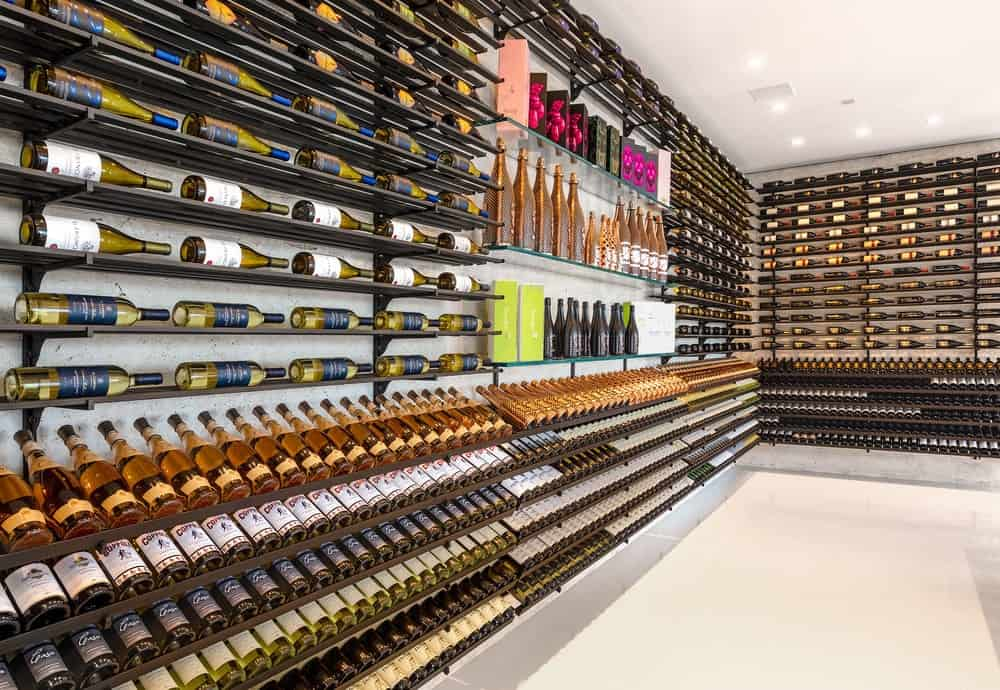 This is the lush and luxurious wine cellar with thousands of wine bottle collections that could impress any wine connoisseur. Images courtesy of Toptenrealestatedeals.com.
