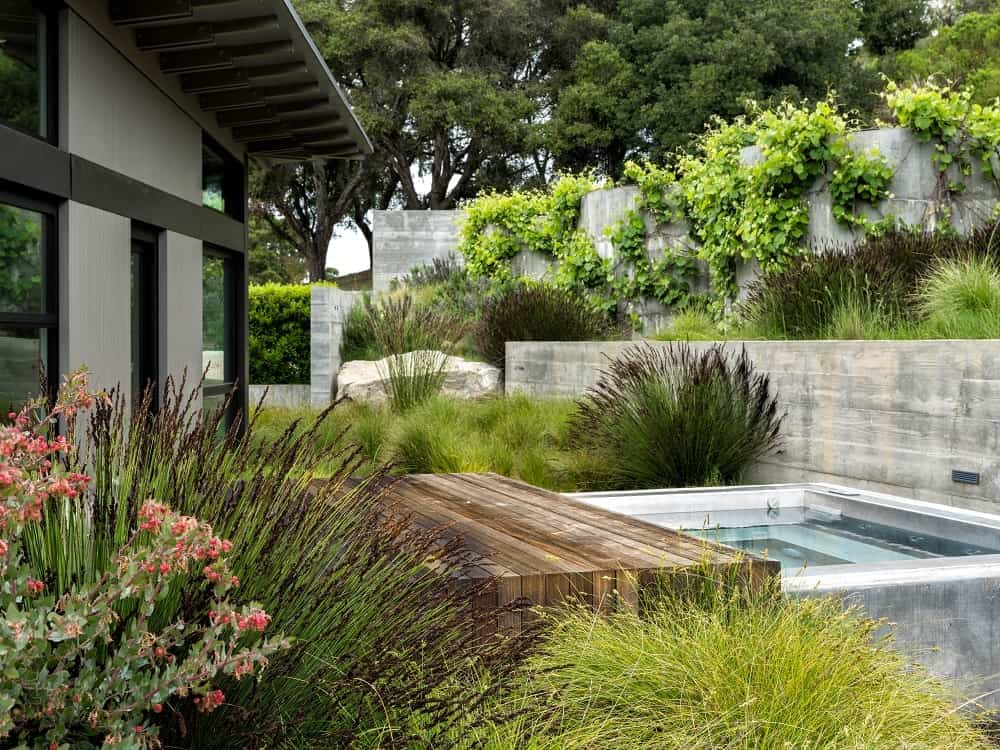 Outdoor jacuzzi in the Butterfly House designed by Feldman Architecture.