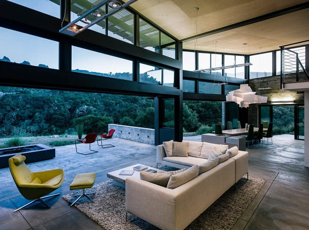 Living area, open patio and dining space in the Butterfly House designed by Feldman Architecture.