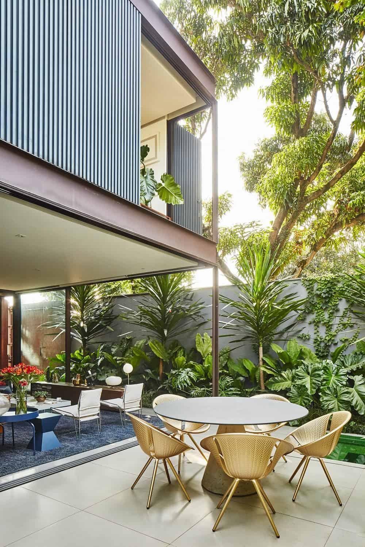 Patio in the Casa Box designed by Flavio Castro.