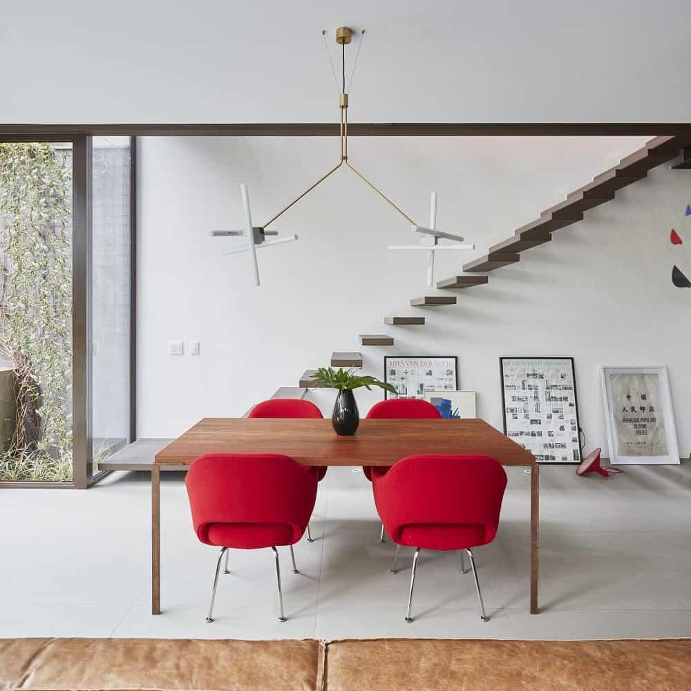 Dining area in the Casa Box designed by Flavio Castro.