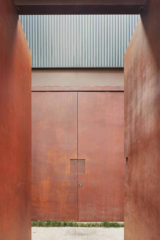 Front gate of the Casa Box designed by Flavio Castro.