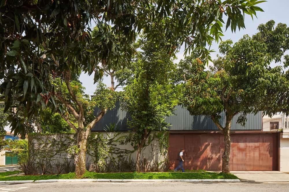 House exterior of the Casa Box designed by Flavio Castro.