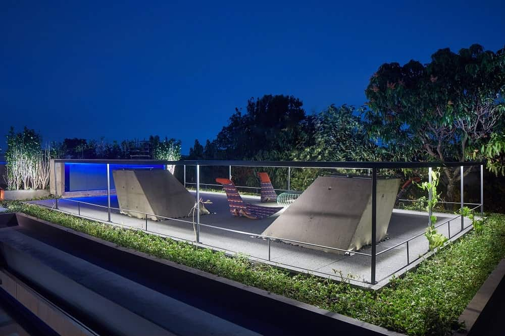 Rooftop at night in the Casa Box designed by Flavio Castro.