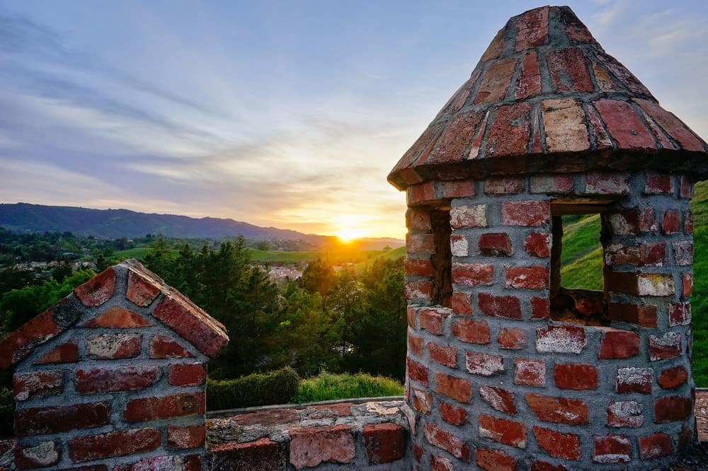 The amazing view of the sunset across acres of hilly scenery as seen from the vantage point of the rooftop complements the red brick parapets. Images courtesy of Toptenrealestatedeals.com.