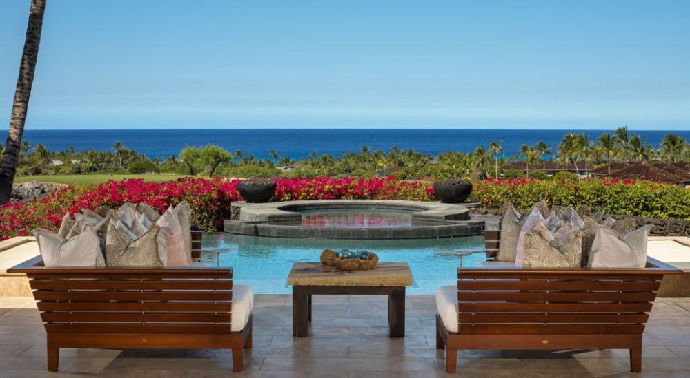 There's a pair of sitting lounges on the side of the swimming pool, facing the stunning ocean view. Images courtesy of Toptenrealestatedeals.com.