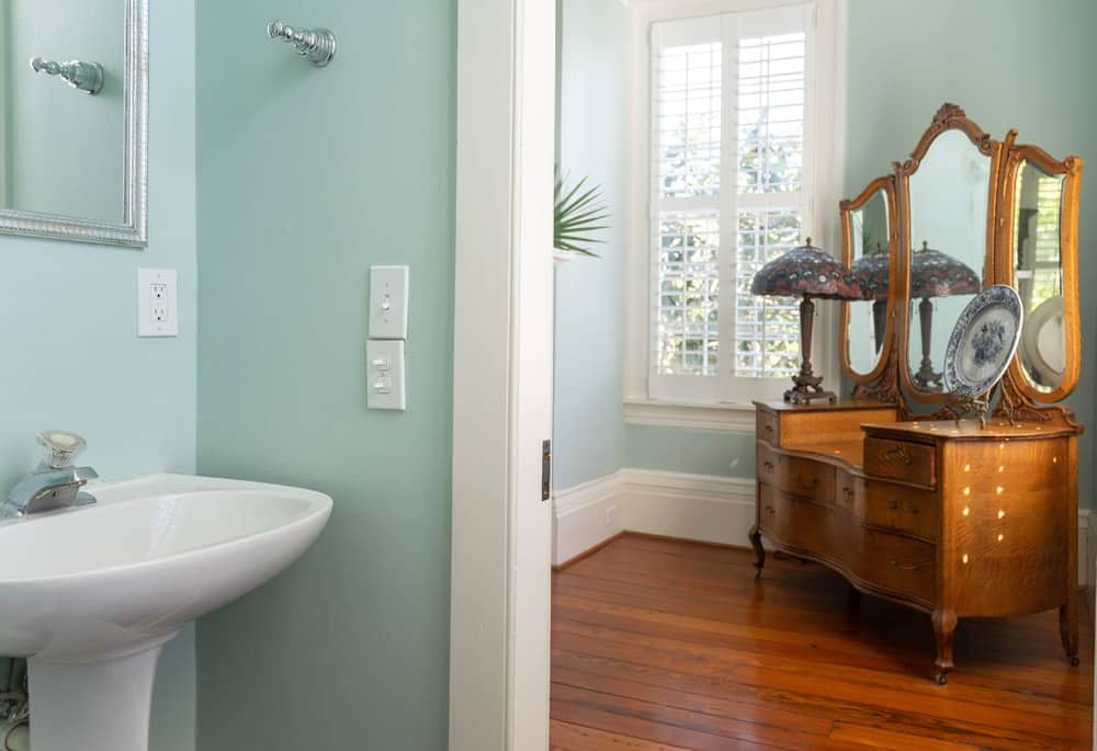 The amazing pastel colors of this bathroom is good match for the white moldings and white pedestal sink. Images courtesy of Toptenrealestatedeals.com.