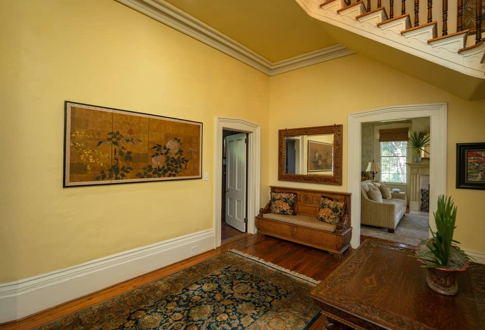 There is also a large wall-mounted vintage painting that complements the large wall. Images courtesy of Toptenrealestatedeals.com.