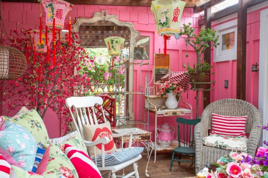 A sitting area surrounded by pink walls and many home decorations. Images courtesy of Toptenrealestatedeals.com.