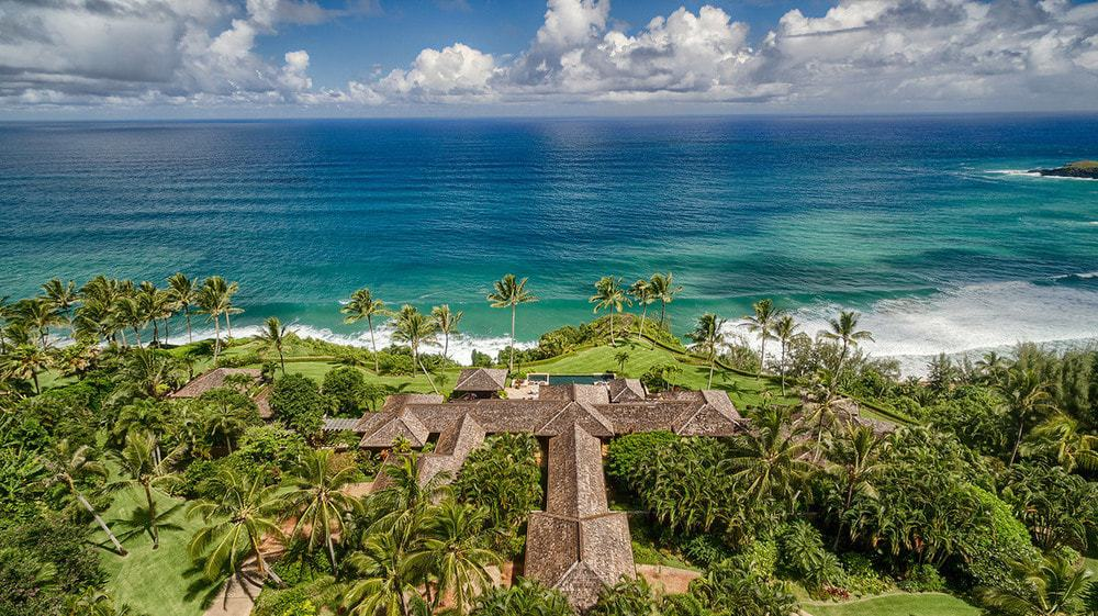 This is the aerial shot of the home boasting of the lovely earthy tone of the roof that stands out against the surrounding tall tropical trees and vegetation. This also affords a nice view of the ocean beyond the estate that is worth the cost. Images courtesy of Toptenrealestatedeals.com.