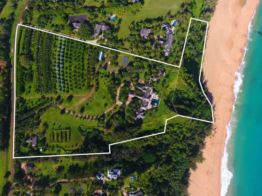 This top view is marked with white lines to better show the property lines of the estate as well as its proximity from the beach. Images courtesy of Toptenrealestatedeals.com.