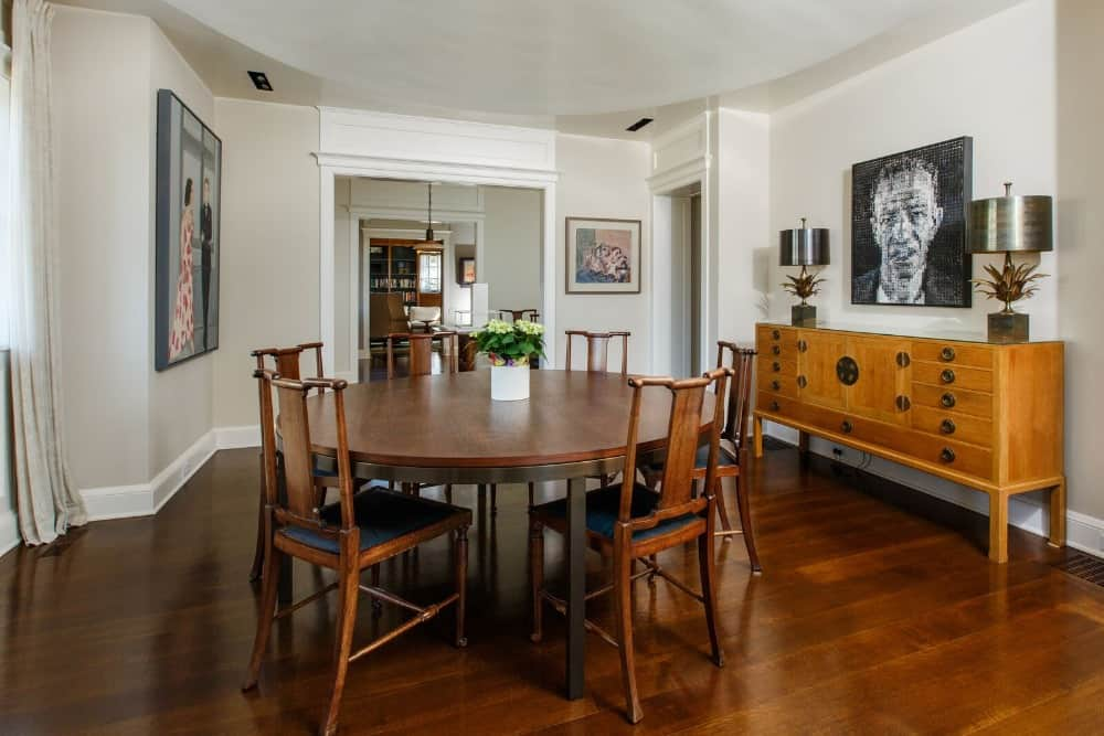 This dining area offers a wooden top round dining table set paired with classy seats. Images courtesy of Toptenrealestatedeals.com.