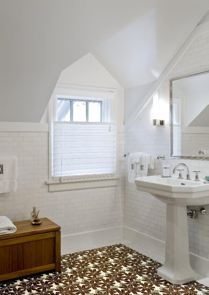 Another one of bathroom suites. This one boasts white tiles walls and flooring topped by a lovely bathroom rug. There's also a pedestal sink. Images courtesy of Toptenrealestatedeals.com.