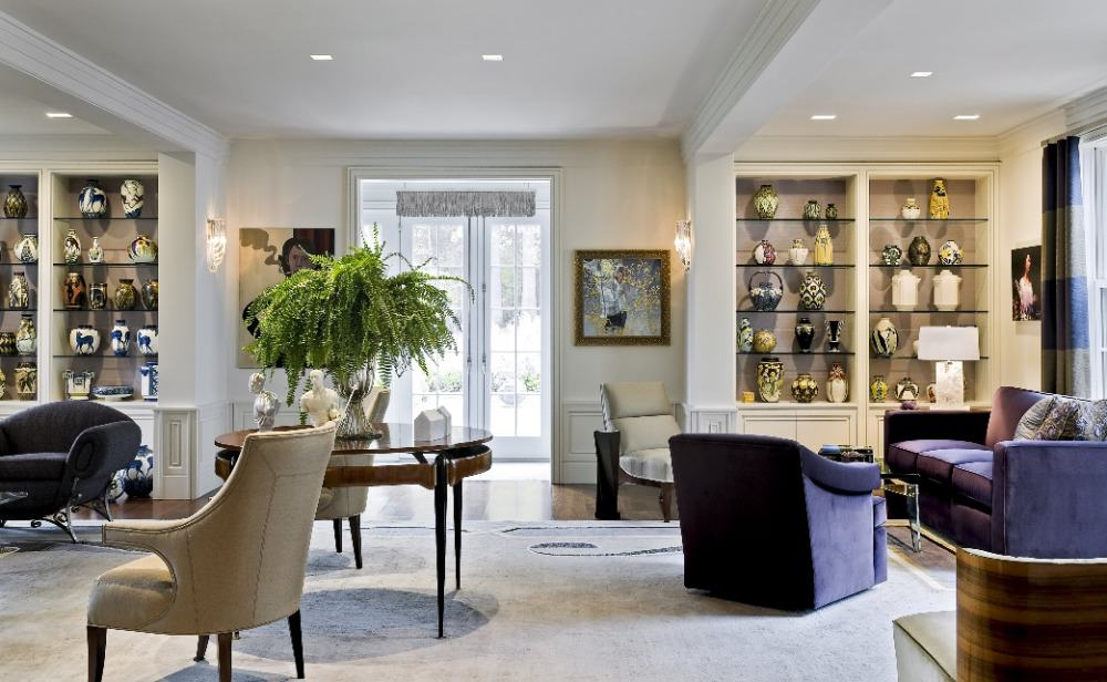 Large living space boasting a set of luxurious seats and other pieces of furniture. Images courtesy of Toptenrealestatedeals.com.
