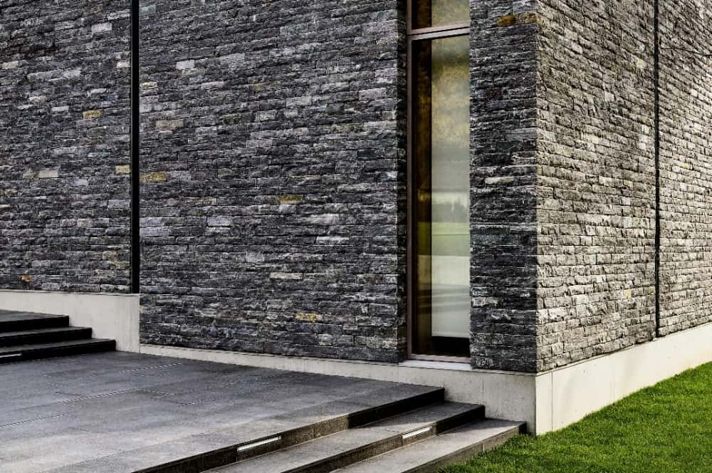 The stone exterior of the house is just absolutely stunning. Images courtesy of Toptenrealestatedeals.com.