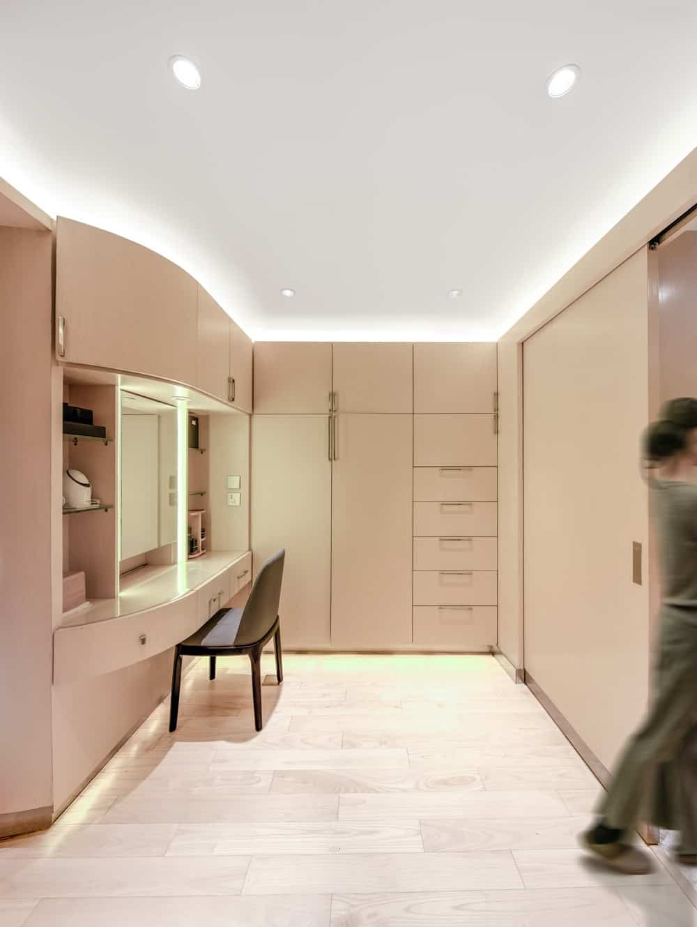 Walk-in closet in the Home Space with Two Kids designed by Atelier Alter.