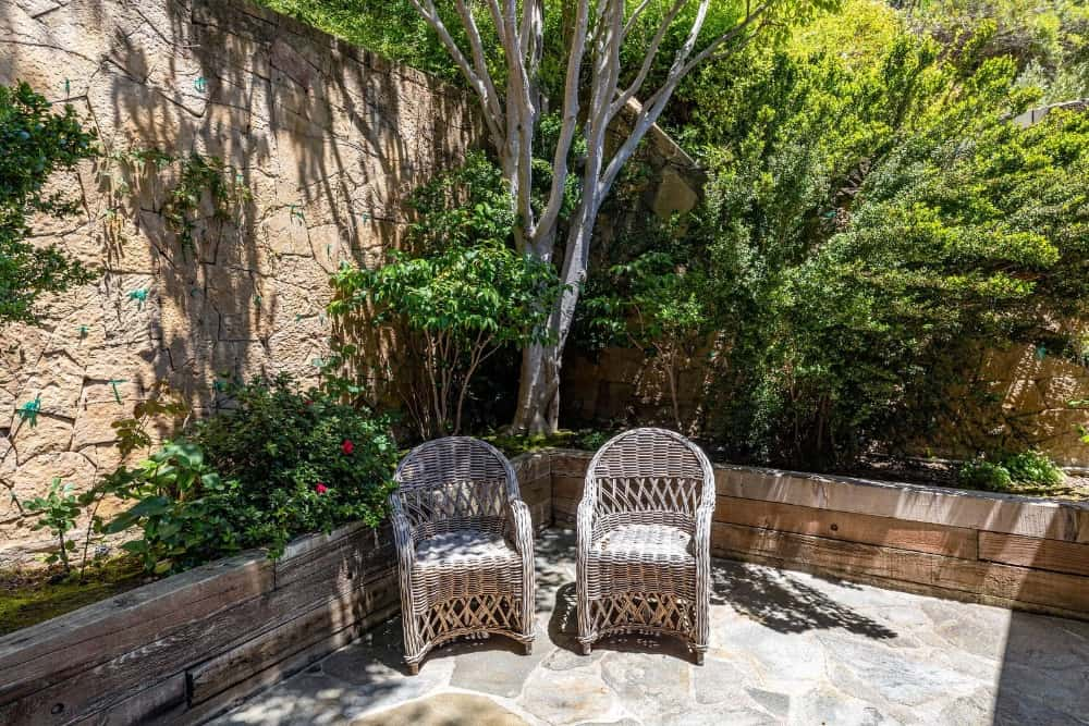 Another pair of rattan seats set near the trees. Images courtesy of Toptenrealestatedeals.com.