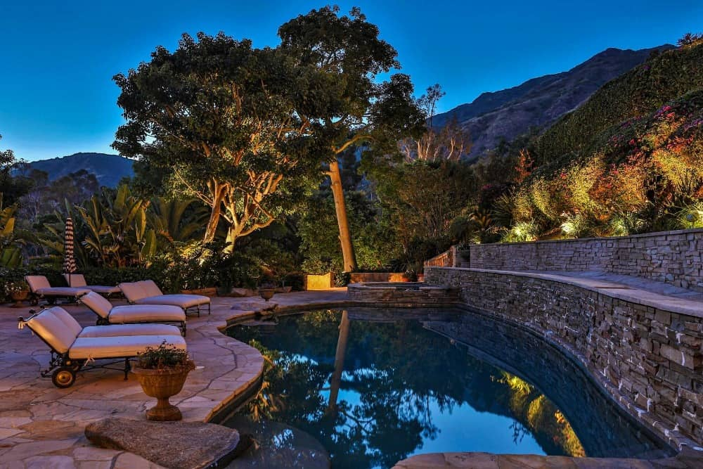A focused look at the custom swimming pool along with its sitting lounges on the side. Images courtesy of Toptenrealestatedeals.com.